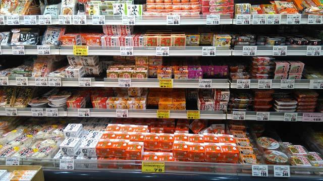 フードマッケート マム 四季美台店商品棚