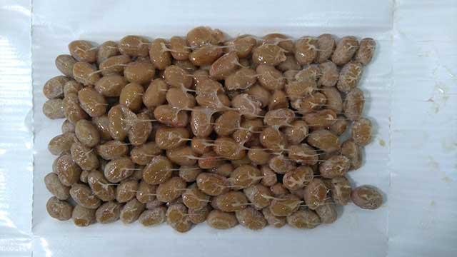 国産中粒三つ折納豆(90g)開封後